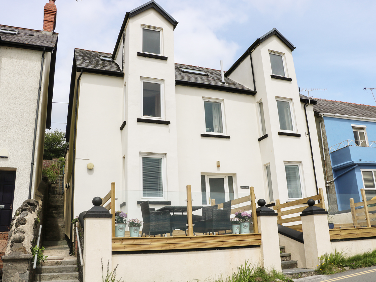 2 bedroom Cottage for rent in Amroth
