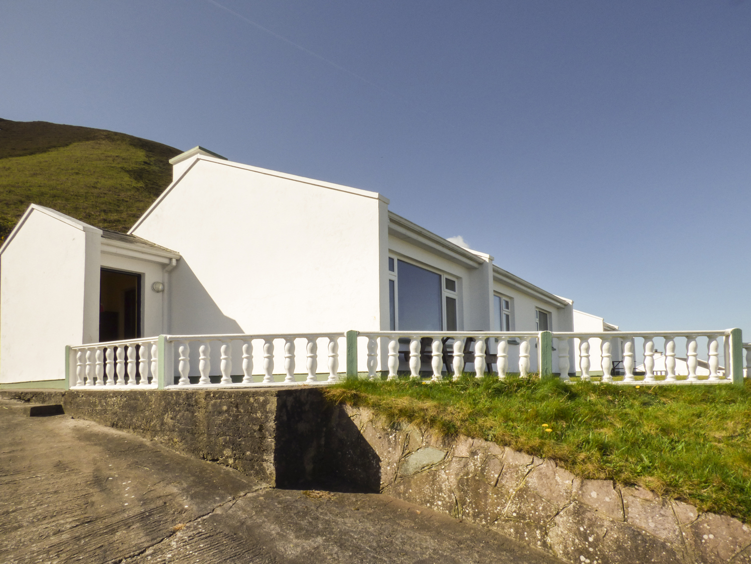 Rossbeigh Beach Cottage No 8