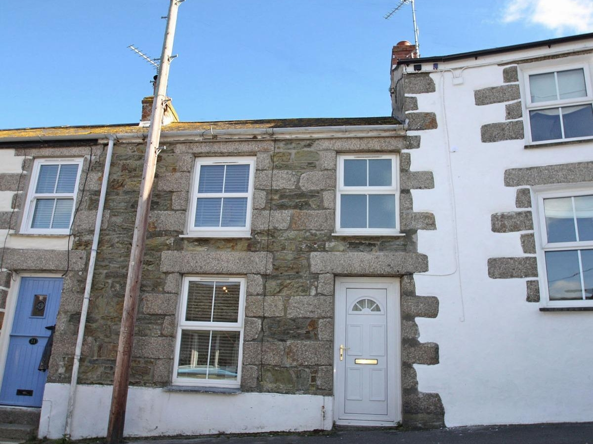 Fisherman 39 s cottage in porthleven this traditional cottage is situated in the village of - The fishermans cottage ...