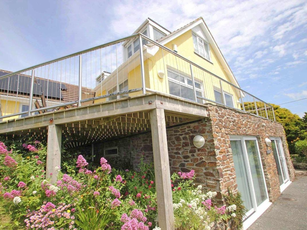 Windrush In Newquay This Coastal House Near Mawgan Porth