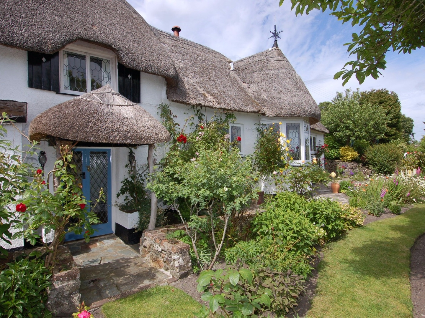 Appletree cottage in bovey tracey this picture perfect for Perfect cottage