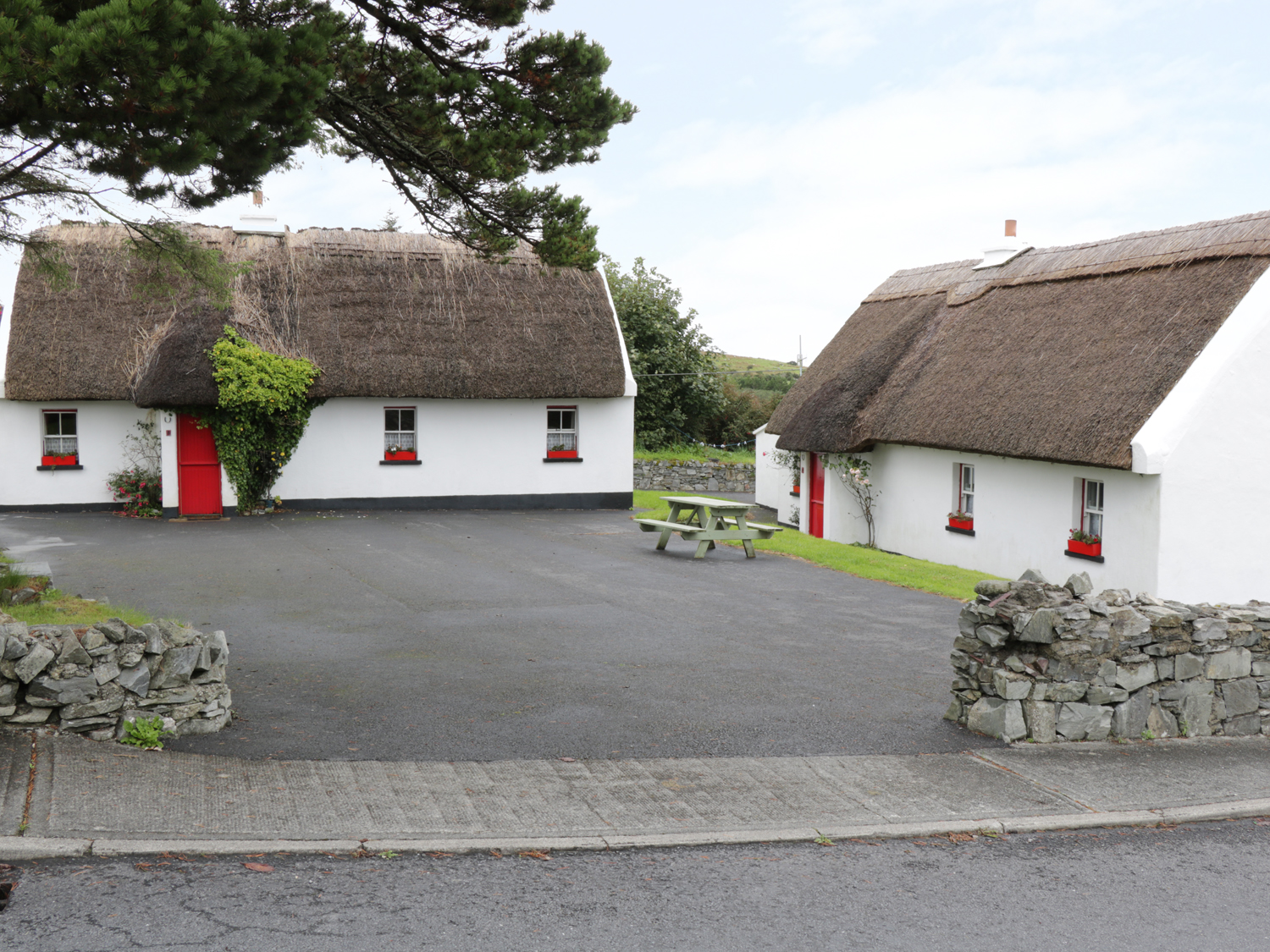 No 8 Renvyle Thatched Cottages