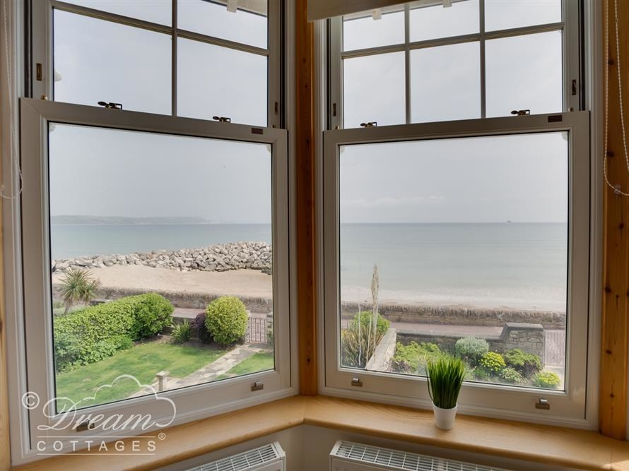 Beach View Apartment 3 Image 5