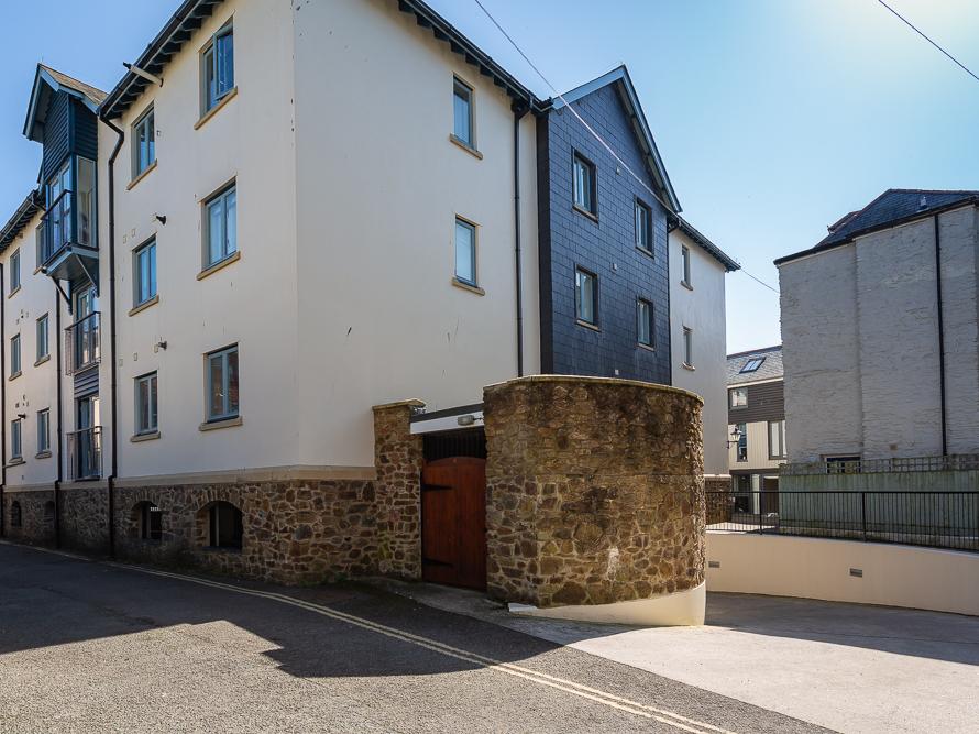 12 Dartmouth House