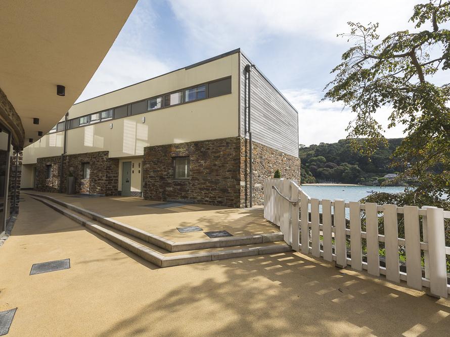 Villa 1, Estura