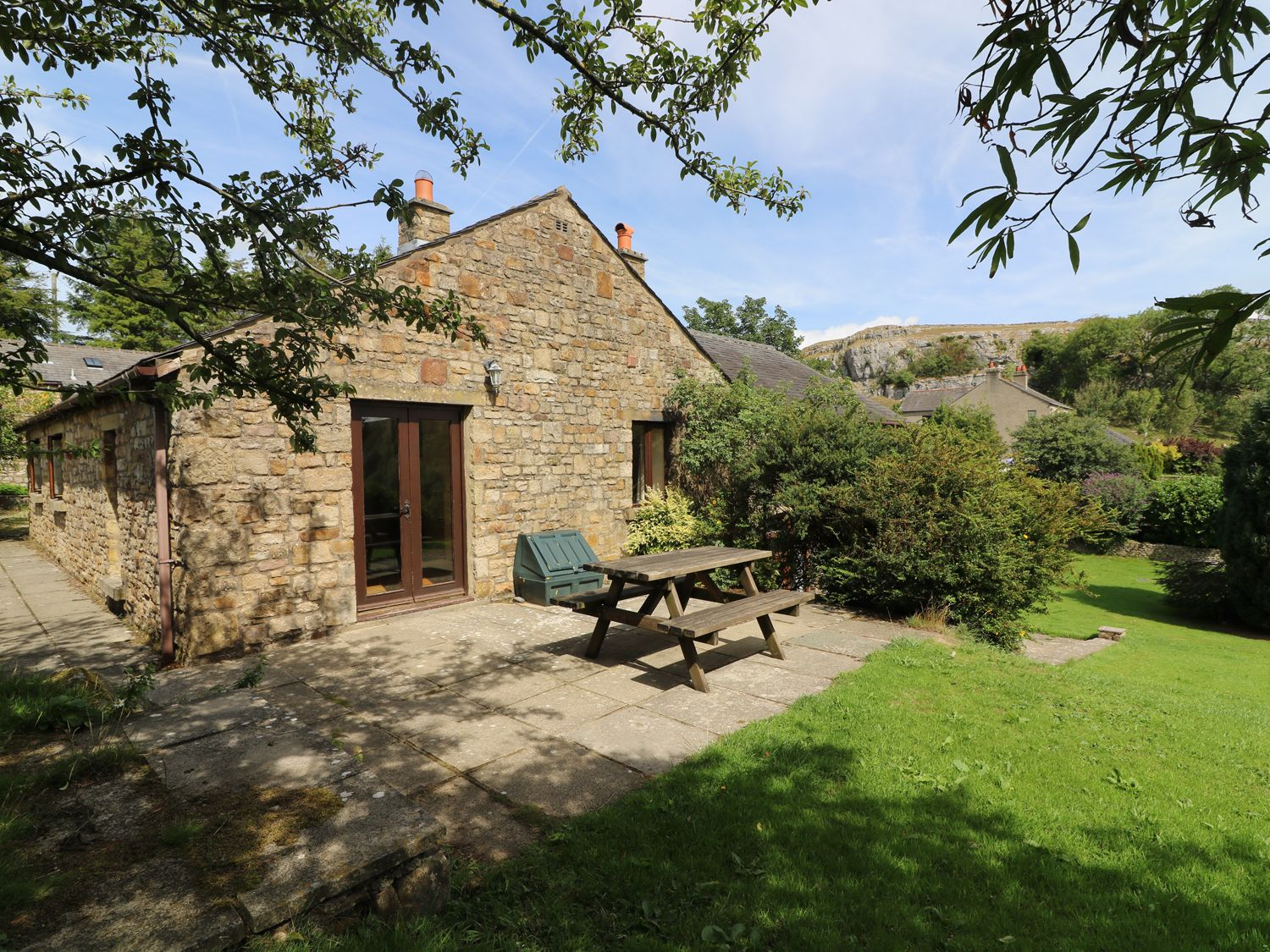 Groovy Willow Cottage Giggleswick Alpha Holiday Lettings Home Remodeling Inspirations Gresiscottssportslandcom