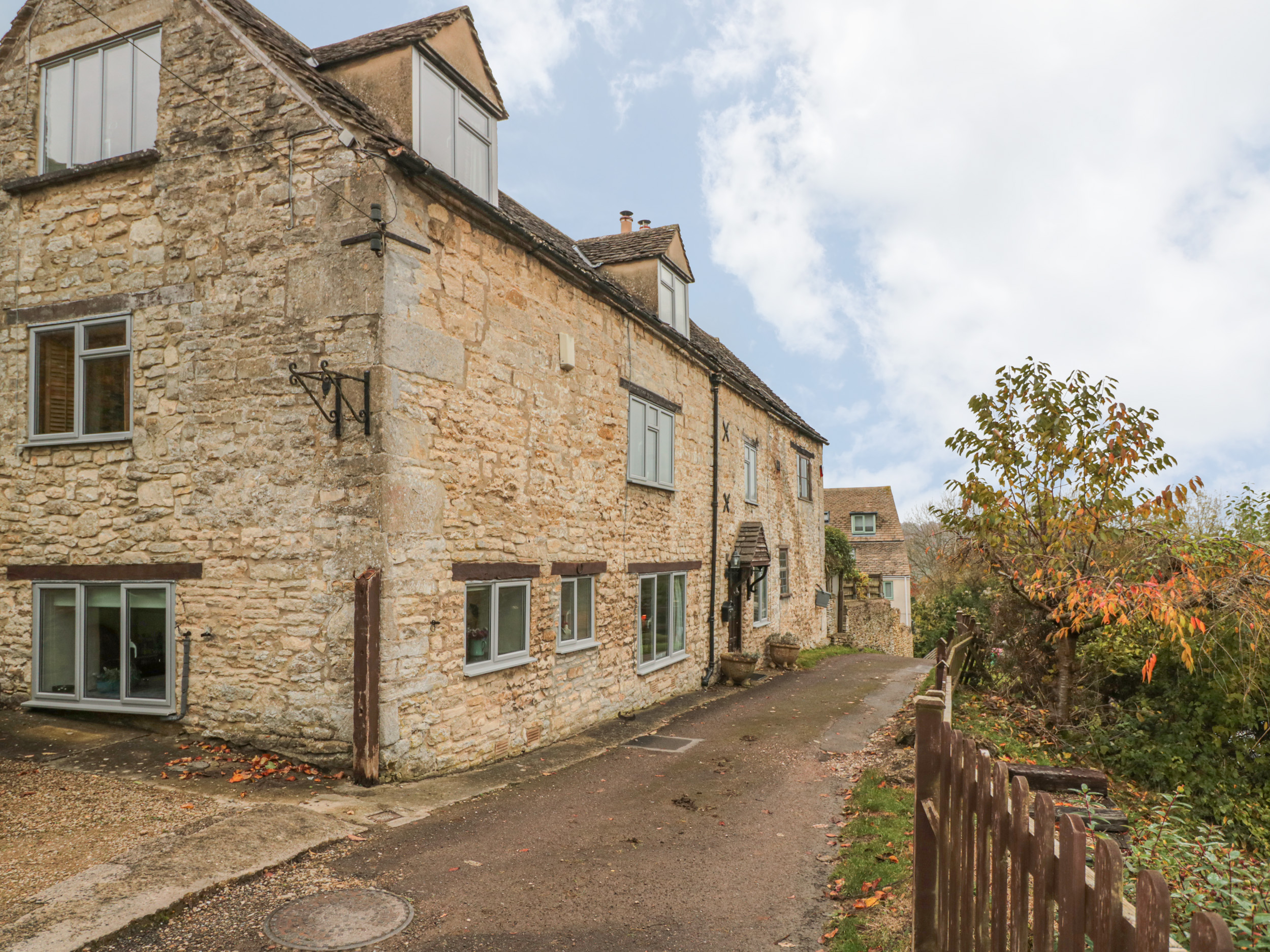 3 bedroom Cottage for rent in Stroud