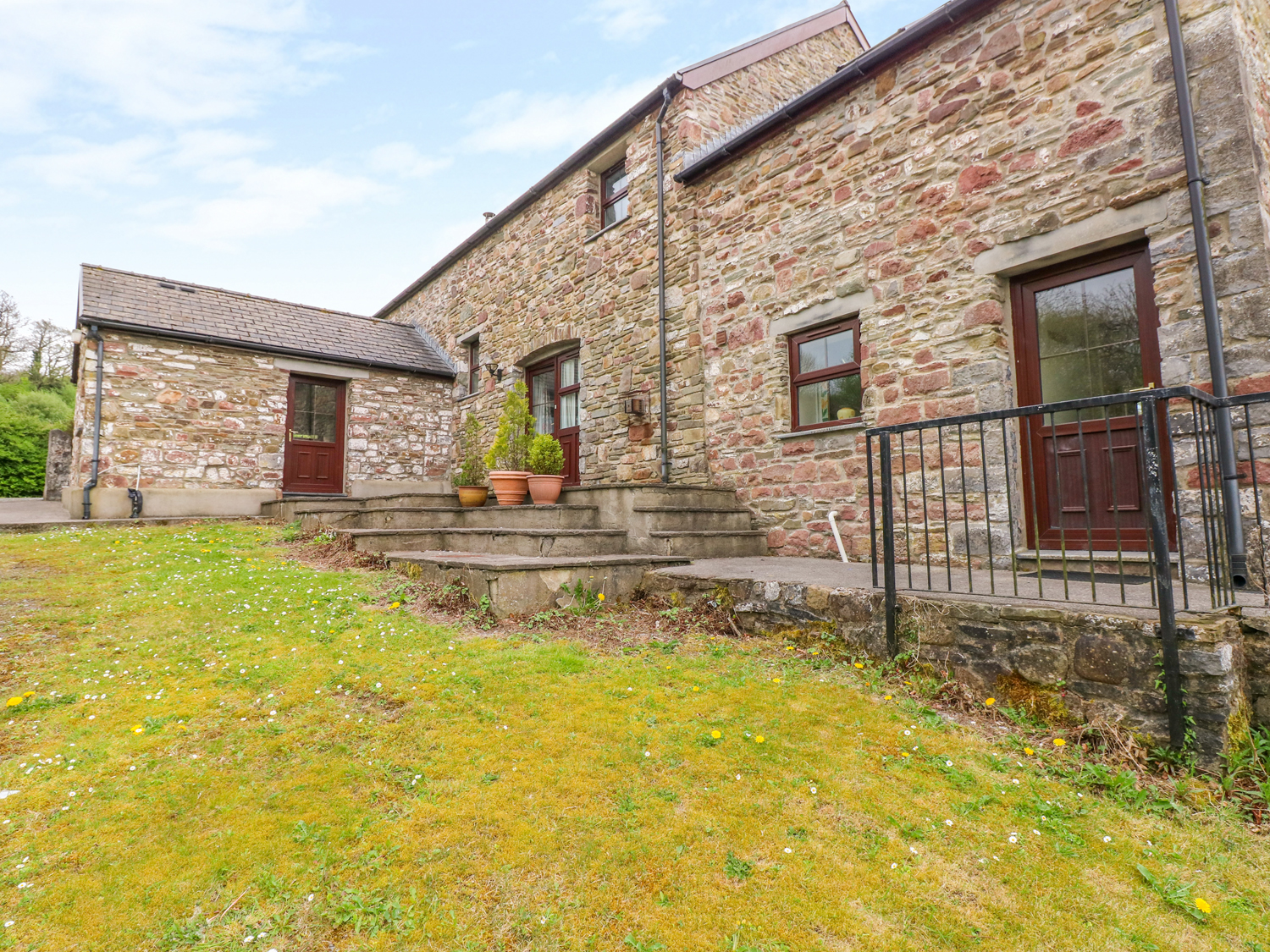 4 bedroom Cottage for rent in Porthyrhyd
