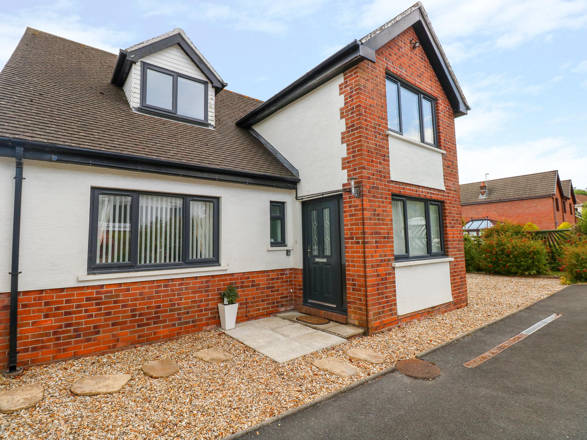 4 bedroom Cottage for rent in Llanelli