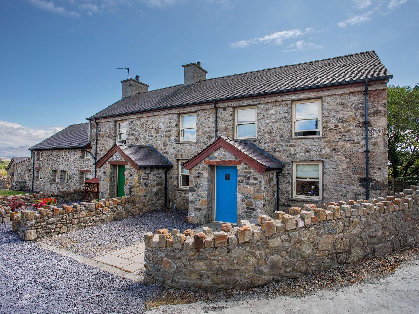 3 bedroom Cottage for rent in Gaerwen