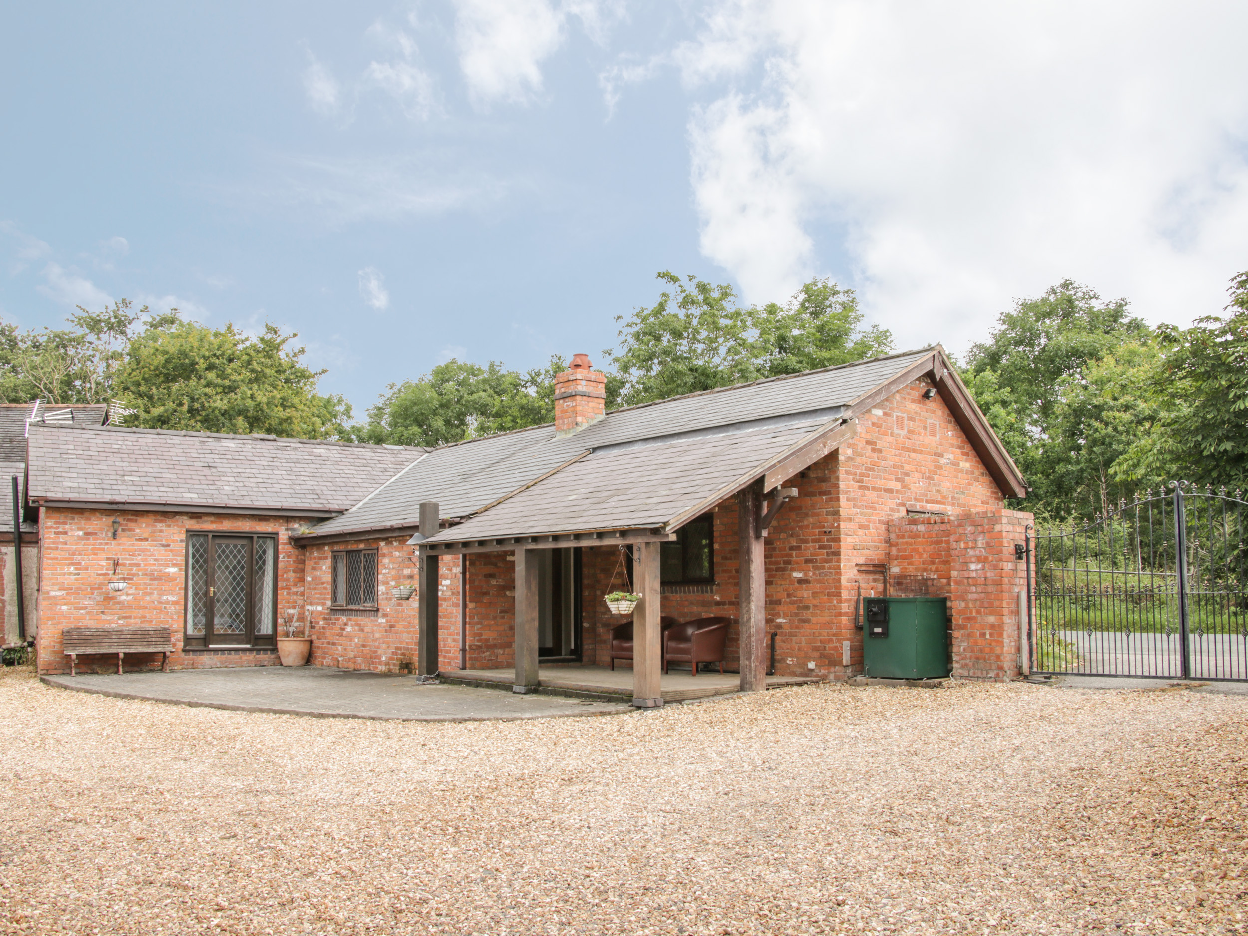2 bedroom Cottage for rent in Whitchurch