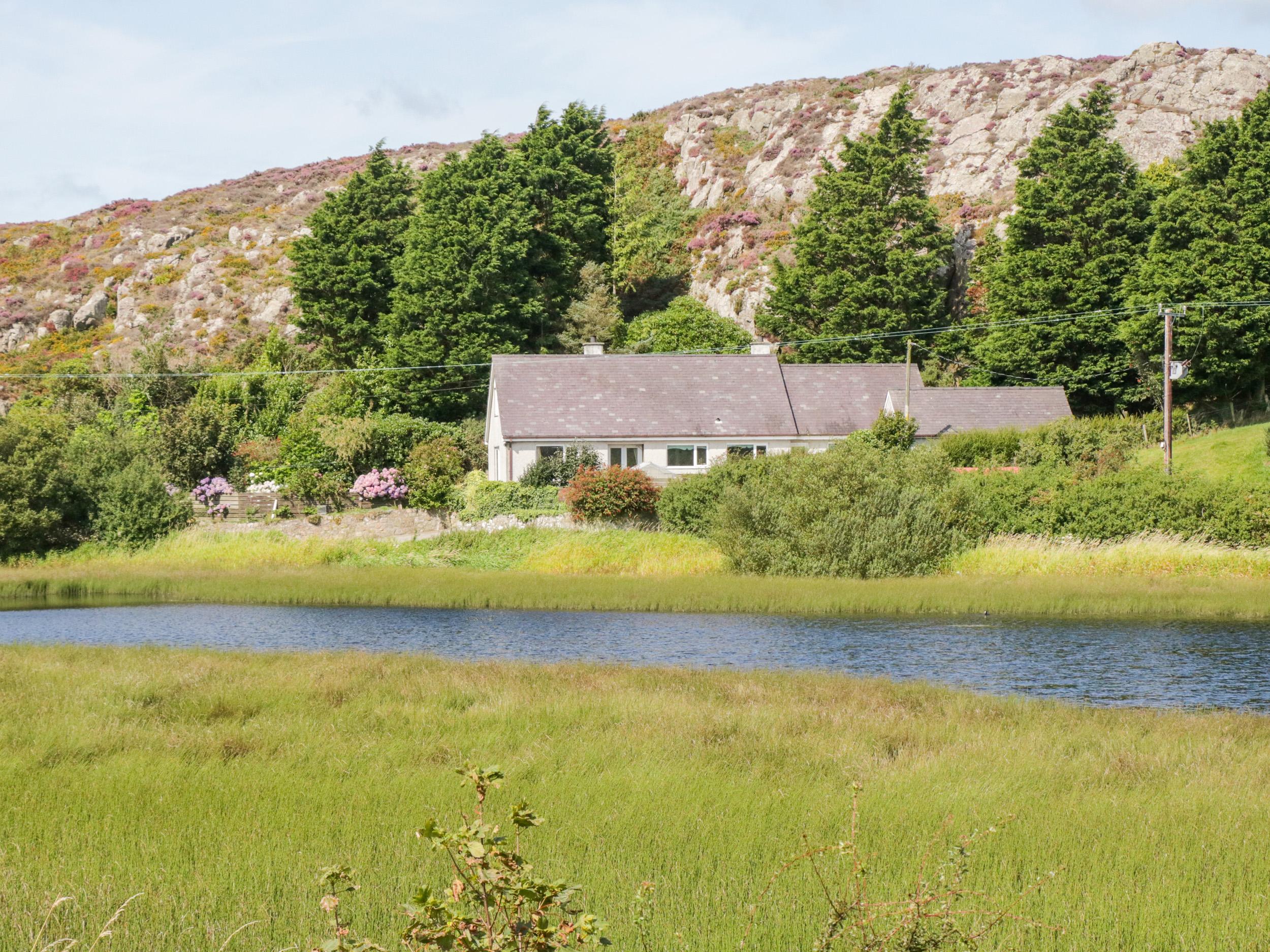 4 bedroom Cottage for rent in Llanerchymedd
