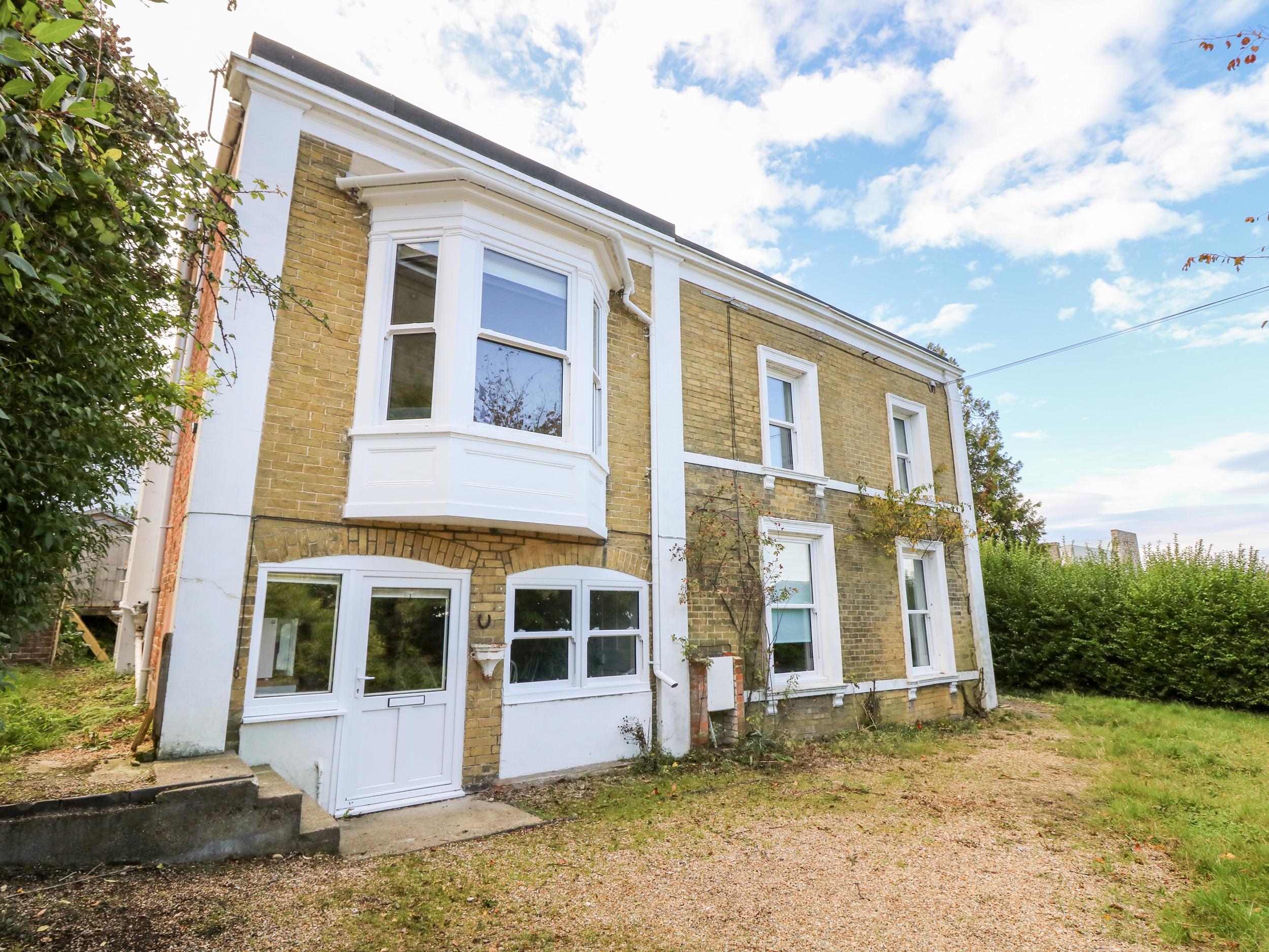 4 bedroom Cottage for rent in Binstead