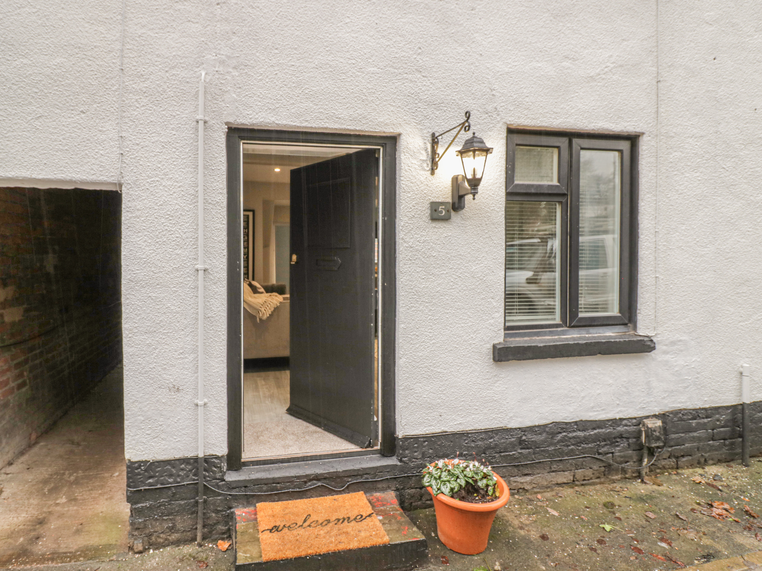 3 bedroom Cottage for rent in Stafford