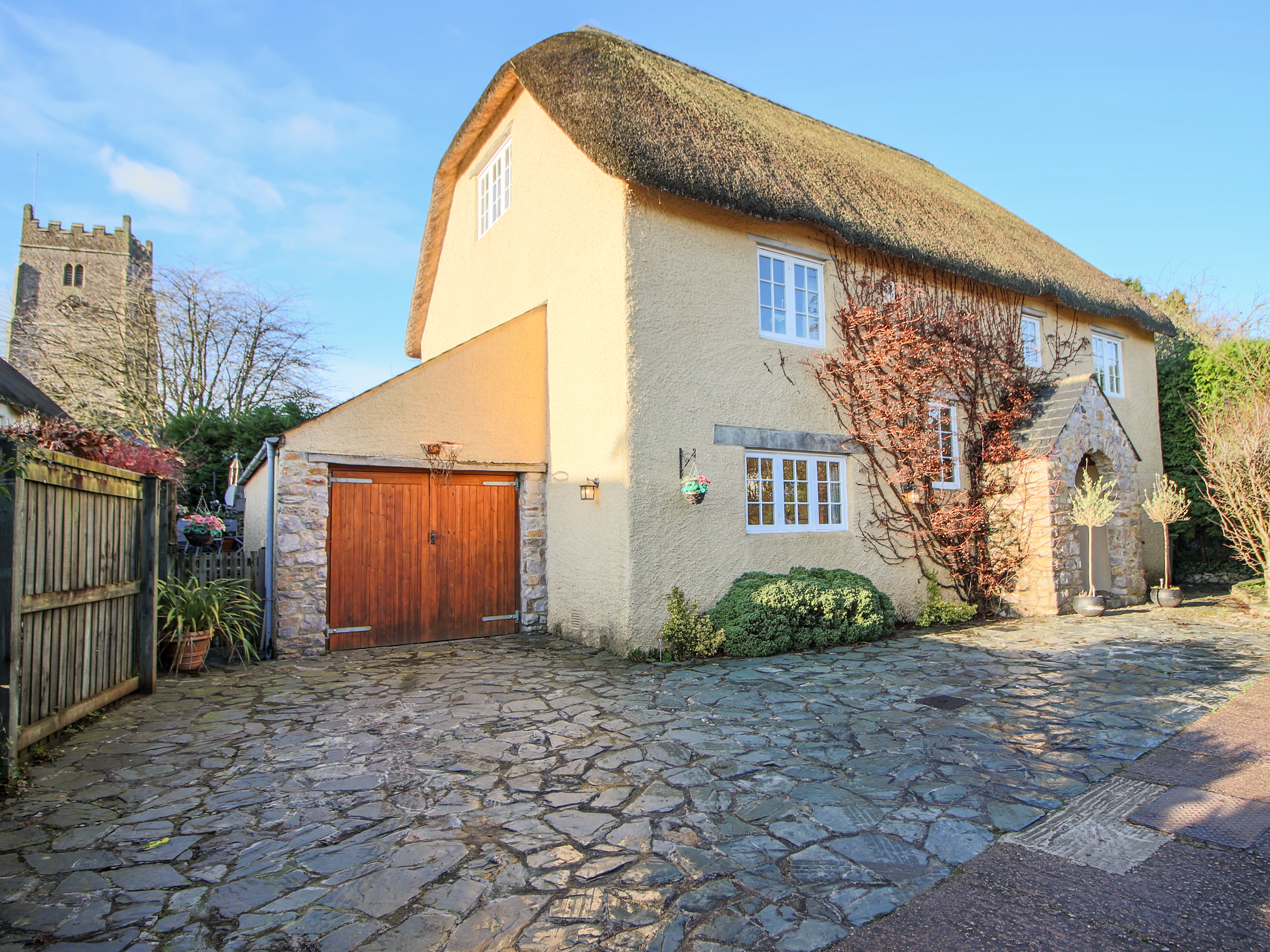 5 bedroom Cottage for rent in Torquay