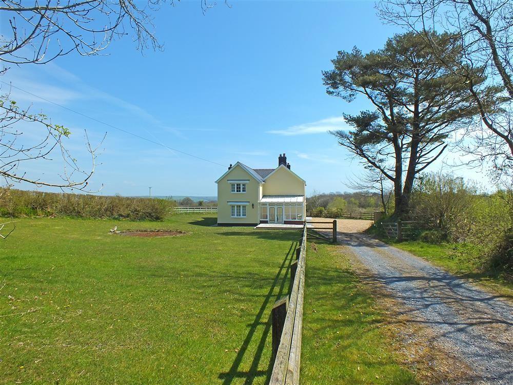 5 bedroom Cottage for rent in Clynderwen