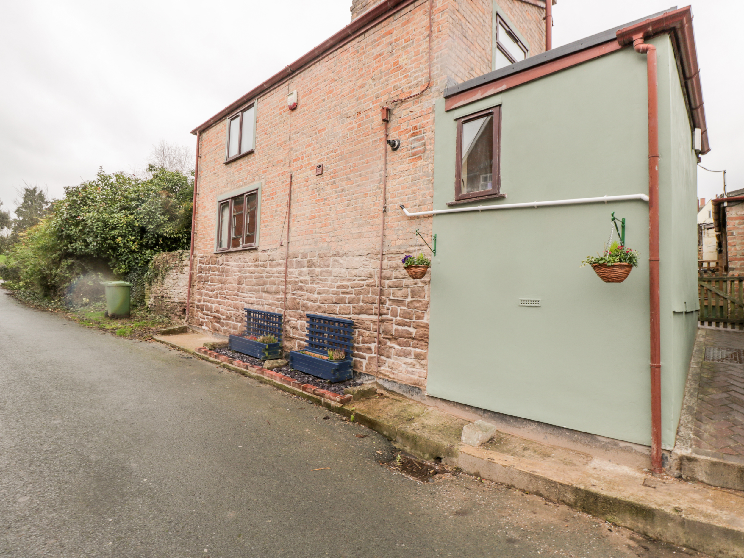 3 bedroom Cottage for rent in Cinderford