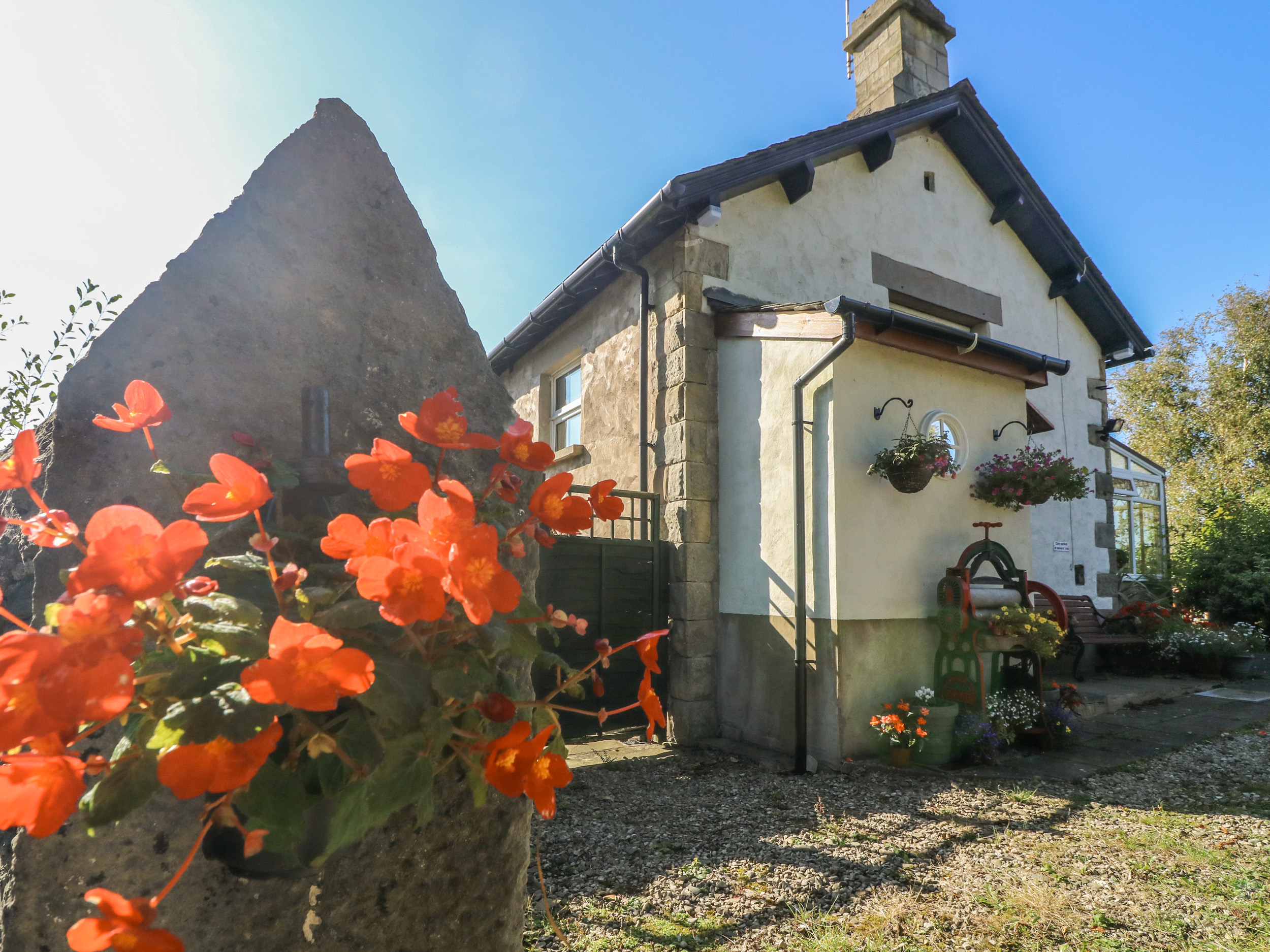 2 bedroom Cottage for rent in Crooklands