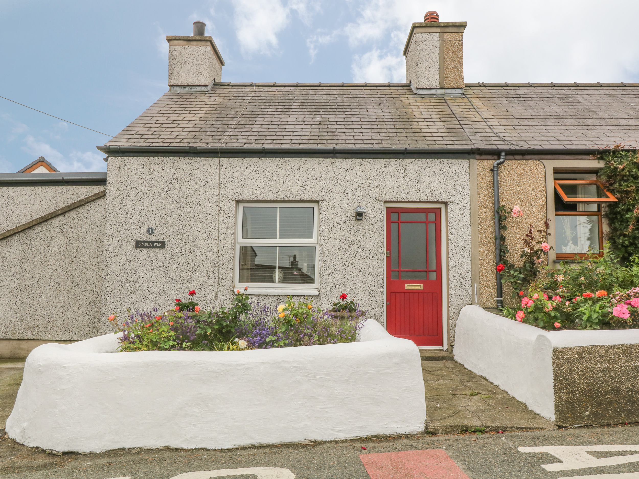 Pleasing Cottages In Anglesey Apartments Alpha Holiday Lettings Beutiful Home Inspiration Xortanetmahrainfo
