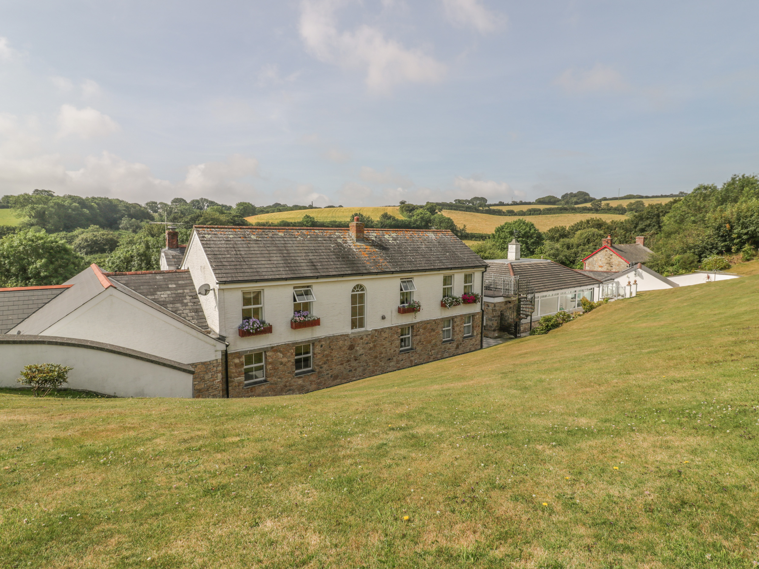 5 bedroom Cottage for rent in St Austell