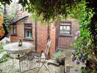 2 bedroom Cottage for rent in Leek