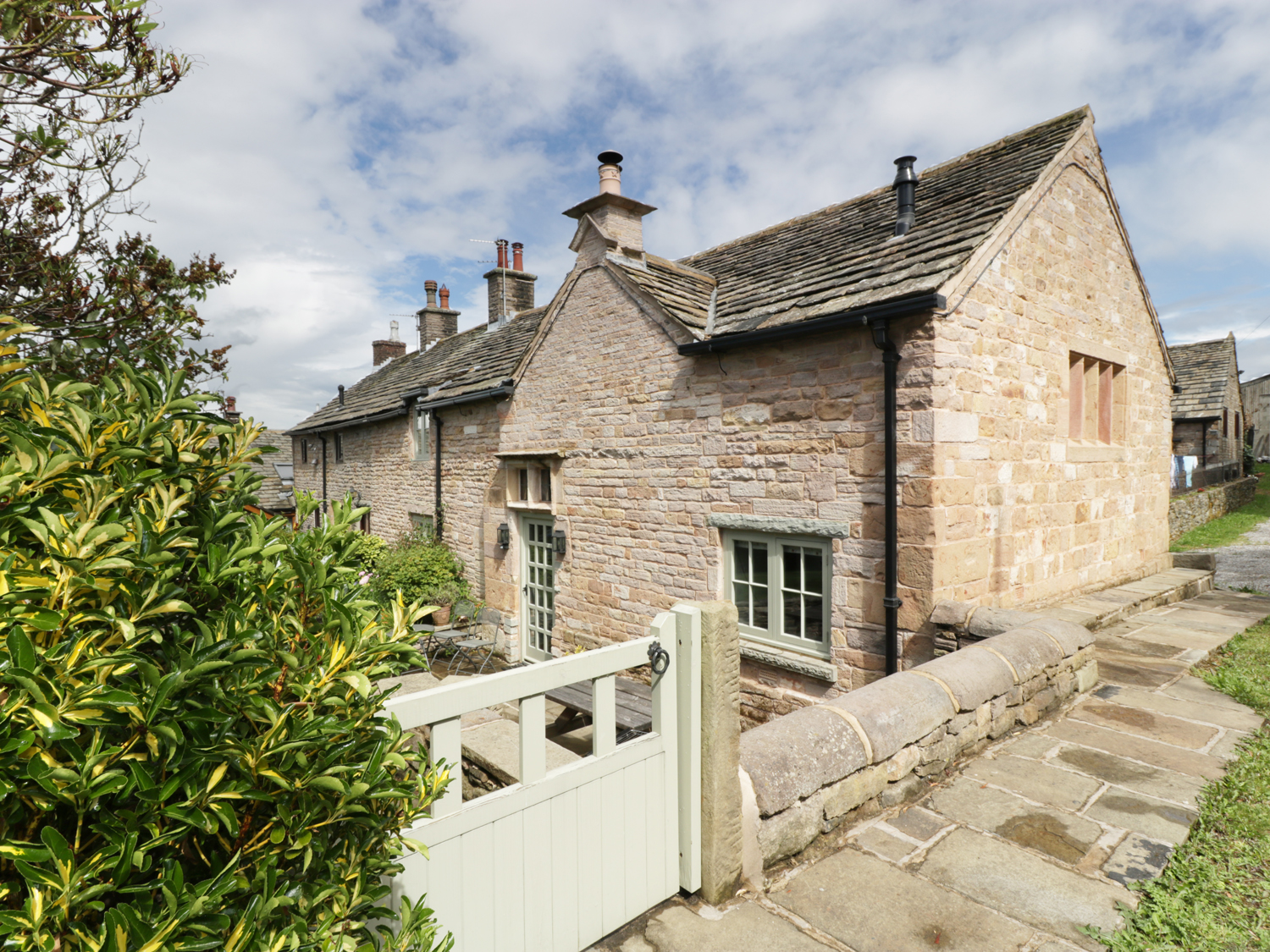 3 bedroom Cottage for rent in Disley