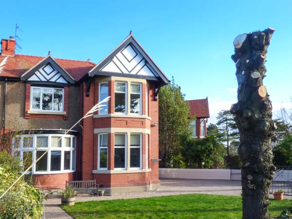 6 bedroom Cottage for rent in Rhos-on-Sea