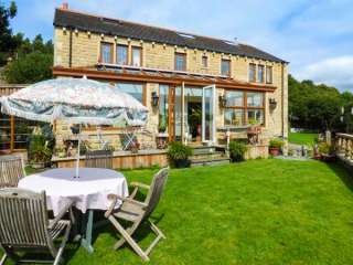6 bedroom Cottage for rent in Huddersfield