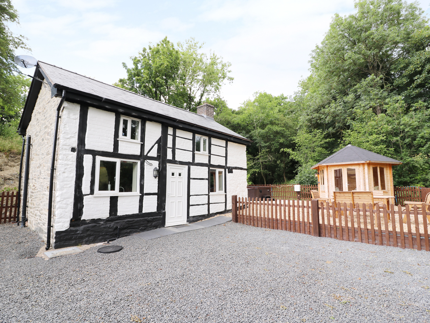 2 bedroom Cottage for rent in Welshpool