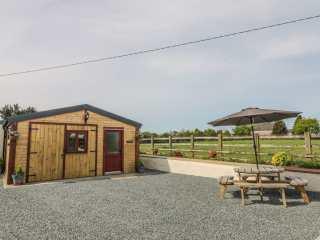 2 bedroom Cottage for rent in Gaerwen