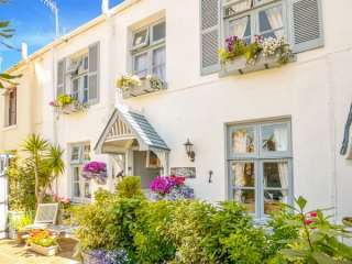 2 bedroom Cottage for rent in Torquay