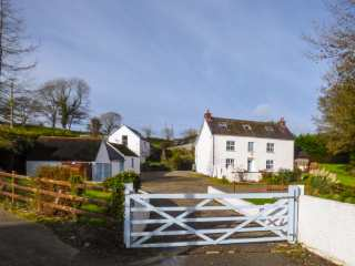 5 bedroom Cottage for rent in Newport