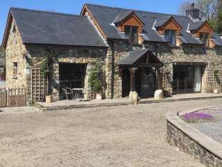 5 bedroom Cottage for rent in Tresaith