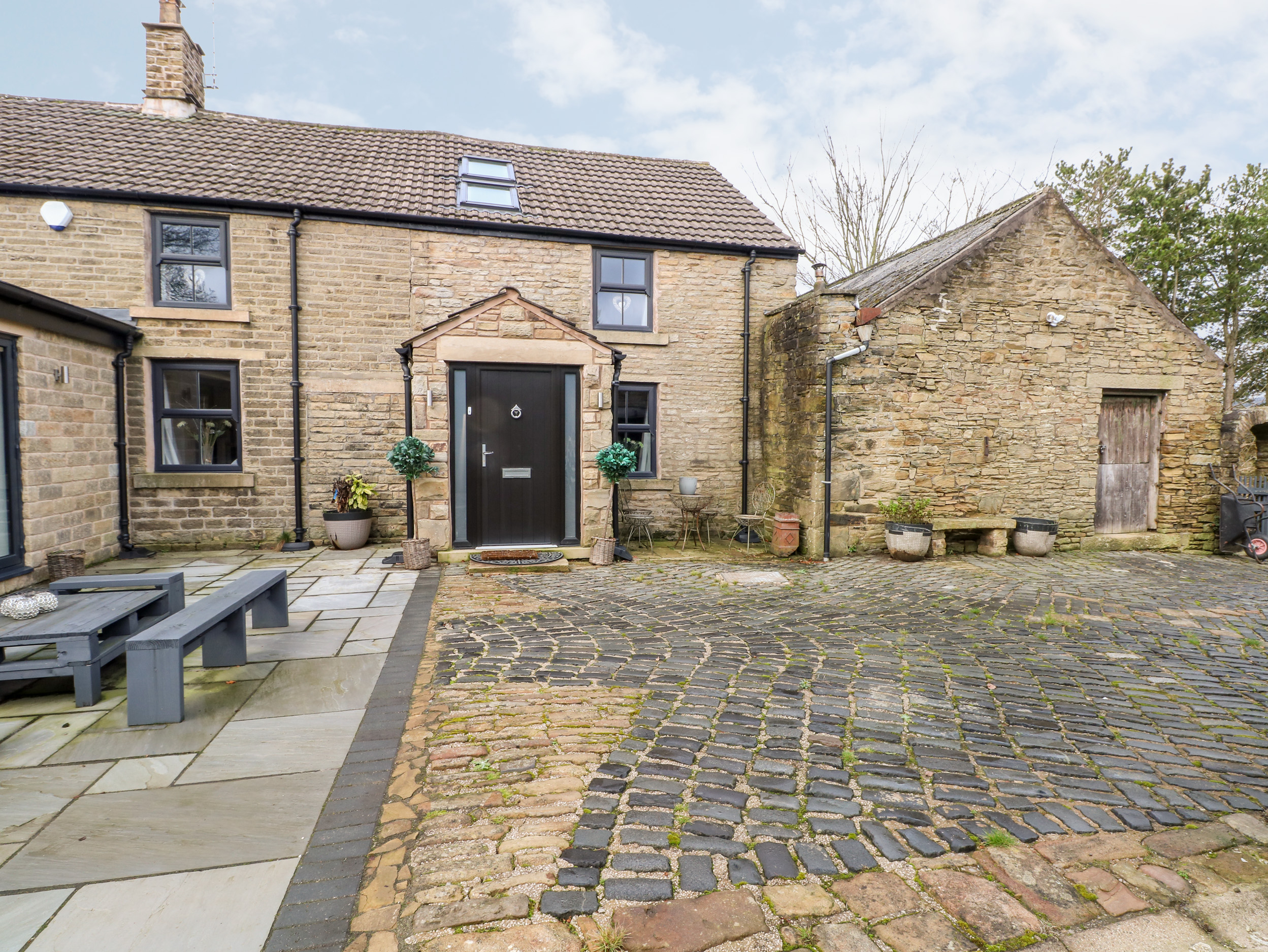 5 bedroom Cottage for rent in Glossop