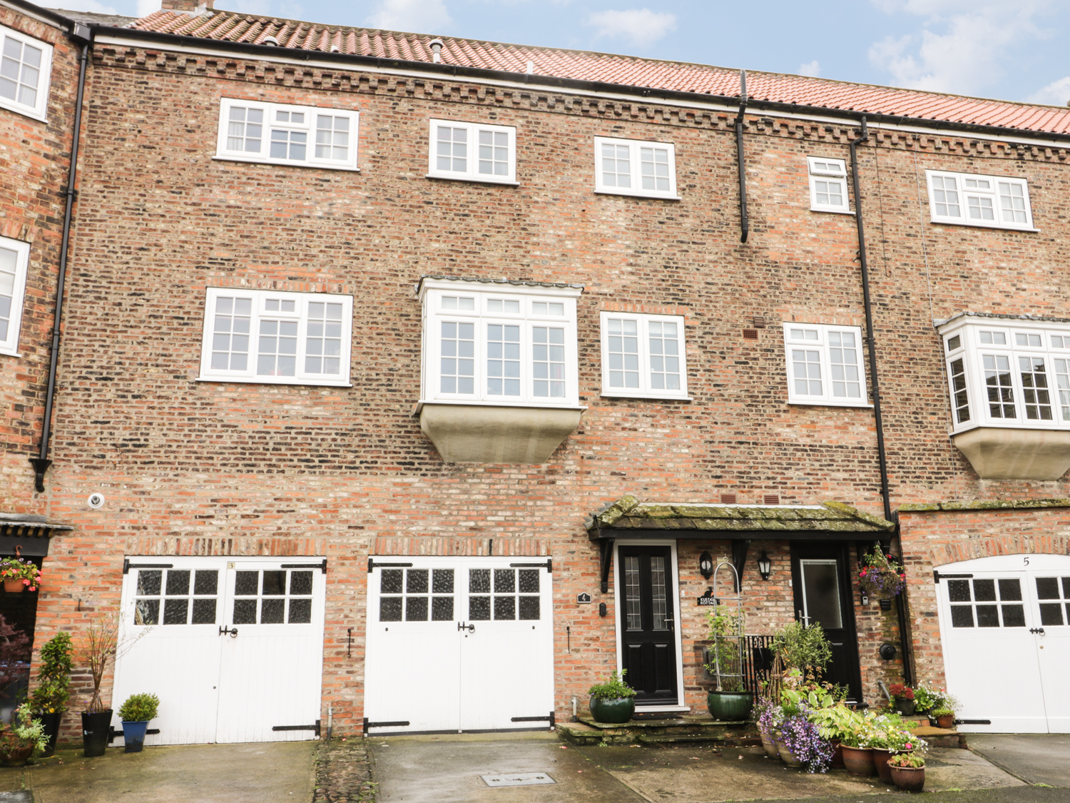 4 bedroom Cottage for rent in York