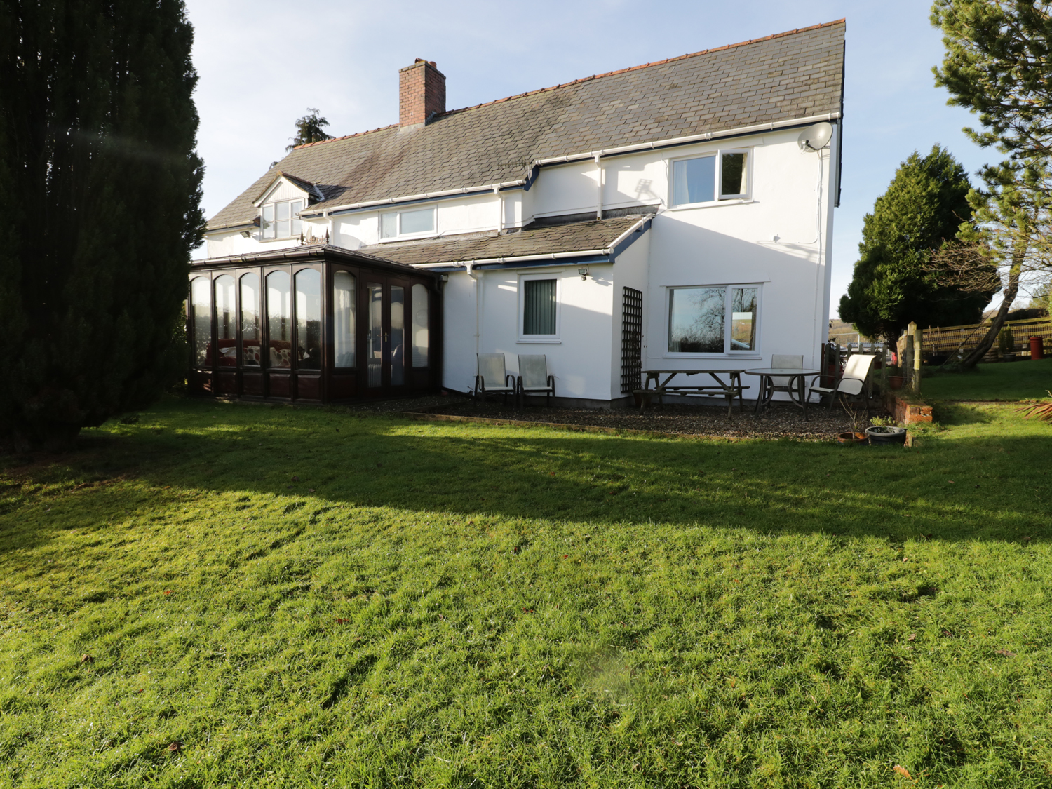 4 bedroom Cottage for rent in Caersws