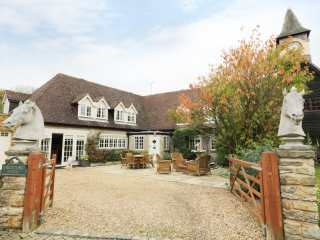 5 bedroom Cottage for rent in Rugby