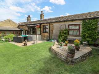2 bedroom Cottage for rent in Bradford