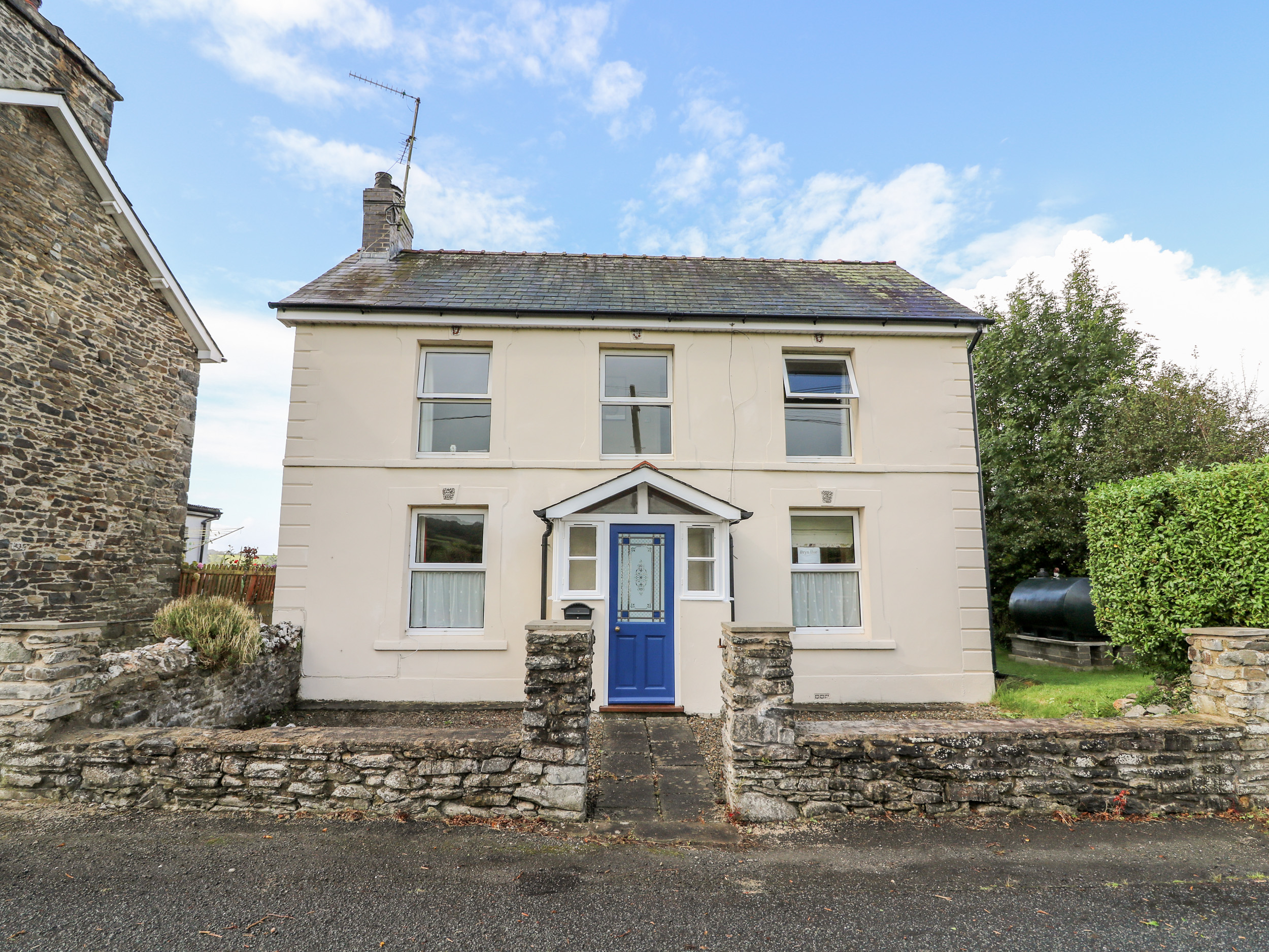 3 bedroom Cottage for rent in Lampeter