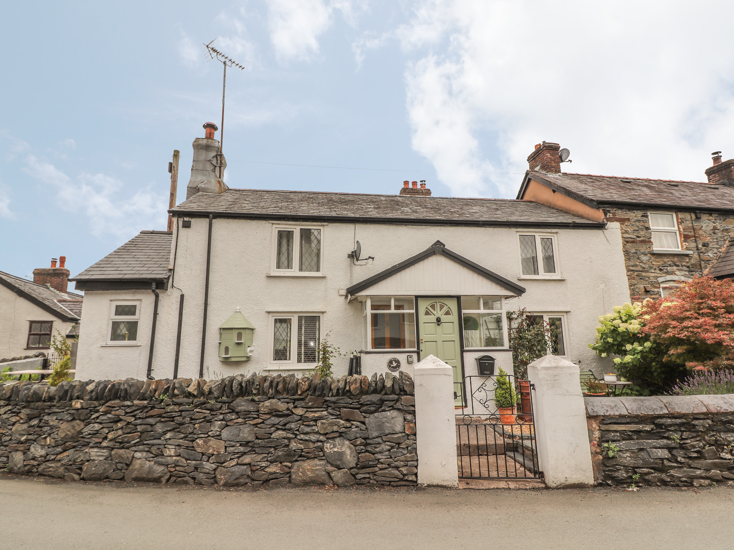 2 bedroom Cottage for rent in Llanfair Talhaiarn