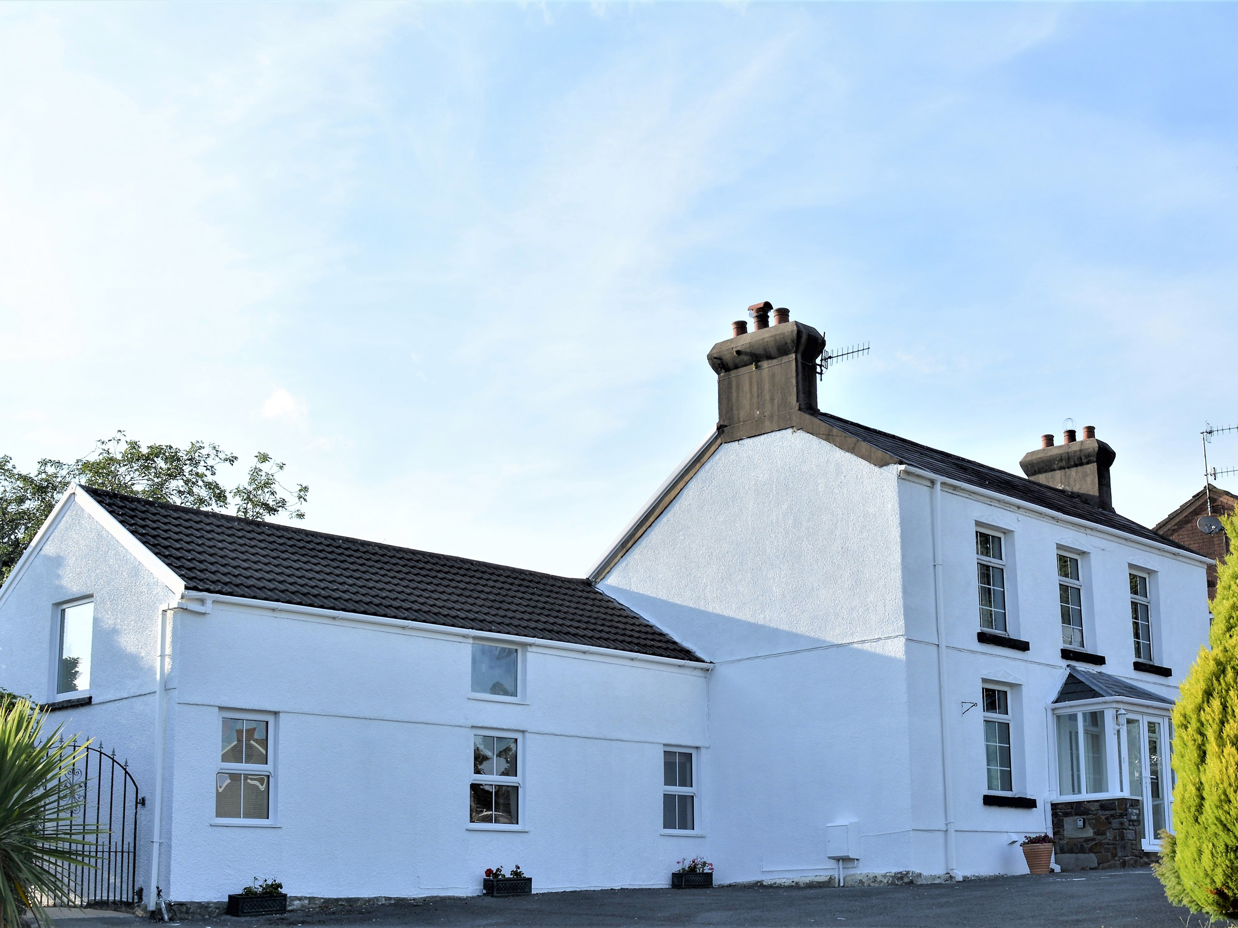 4 bedroom Cottage for rent in Llanelli
