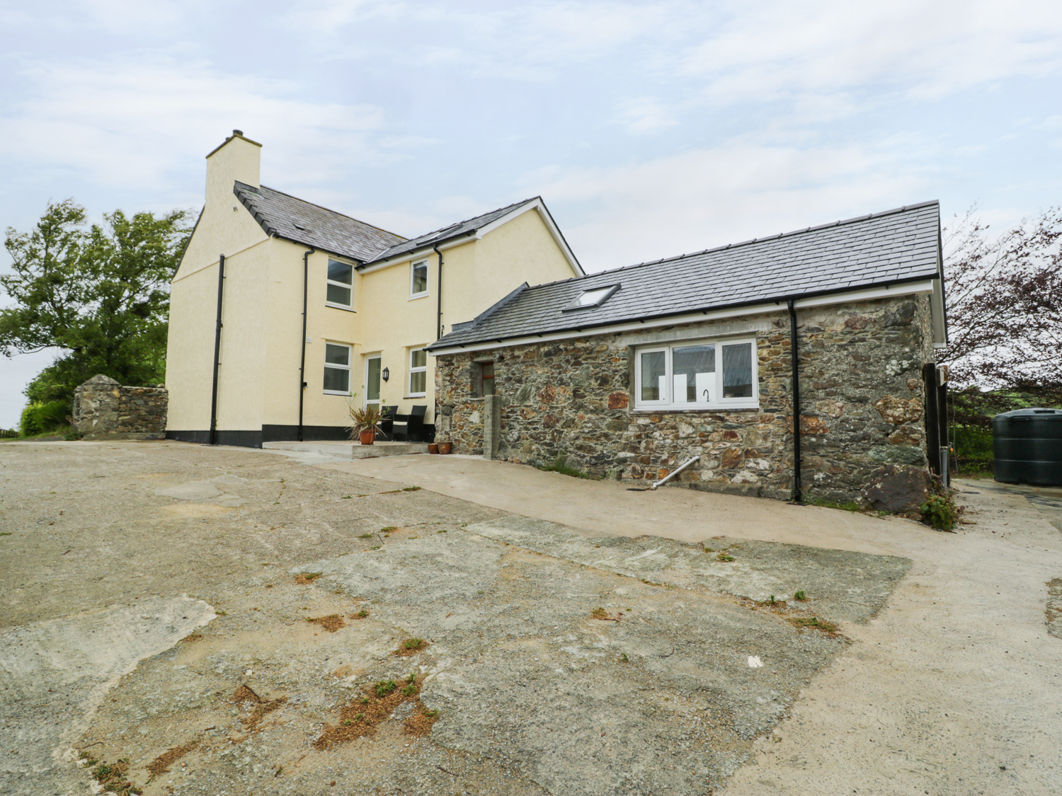 4 bedroom Cottage for rent in Church Bay