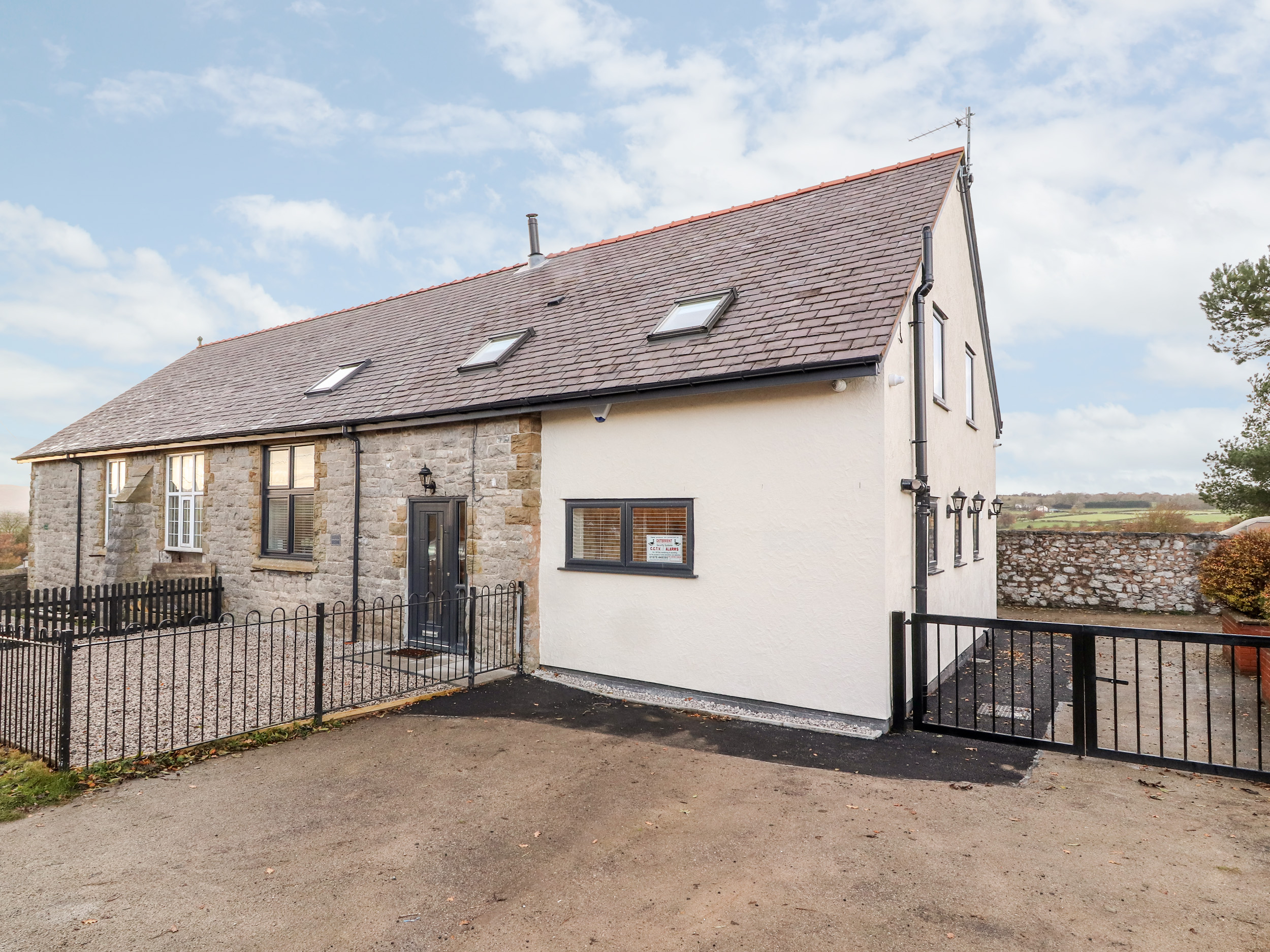4 bedroom Cottage for rent in Holywell