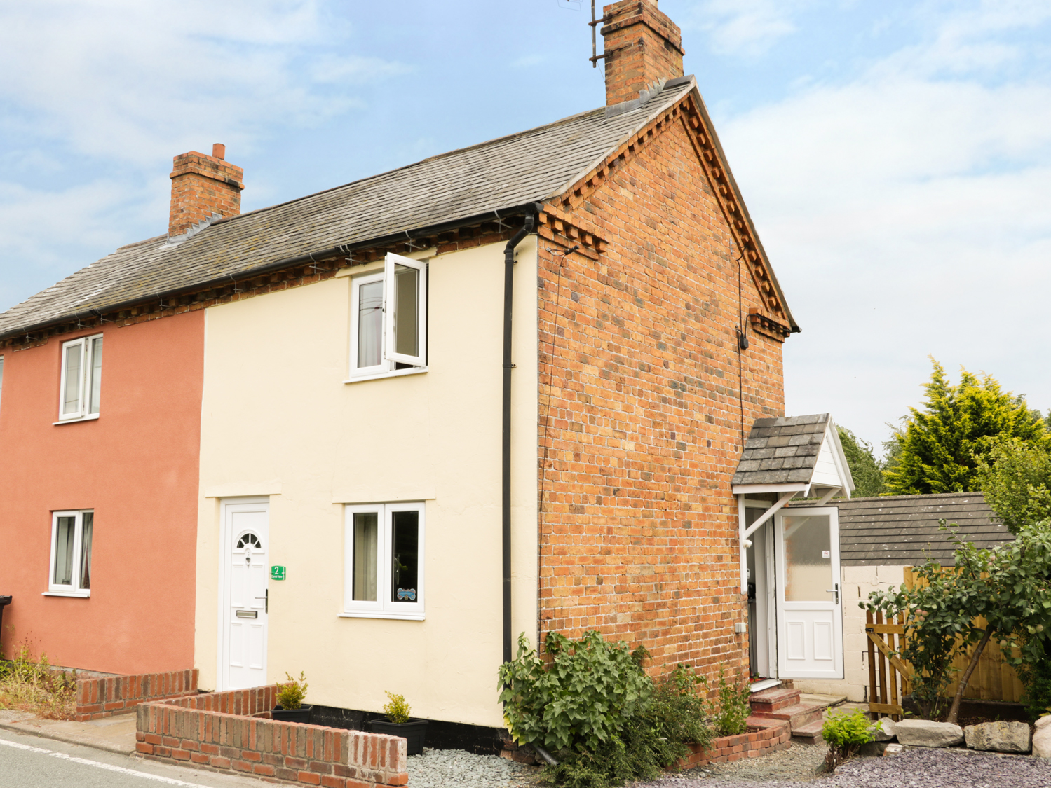 1 bedroom Cottage for rent in Llanymynech