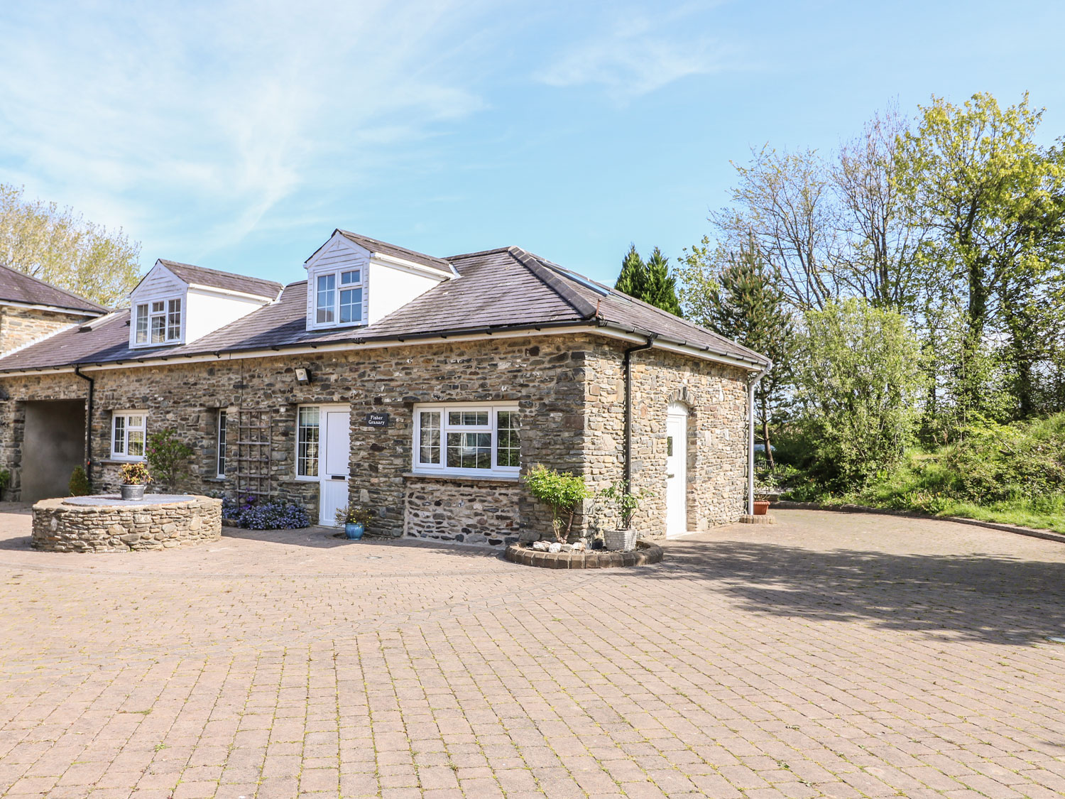 4 bedroom Cottage for rent in Lampeter