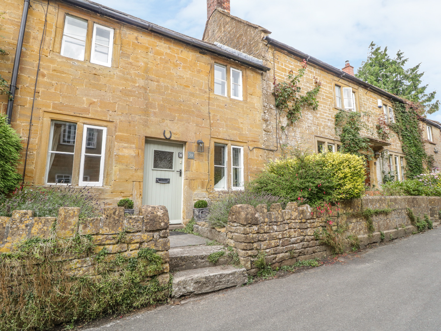 2 bedroom Cottage for rent in Yeovil