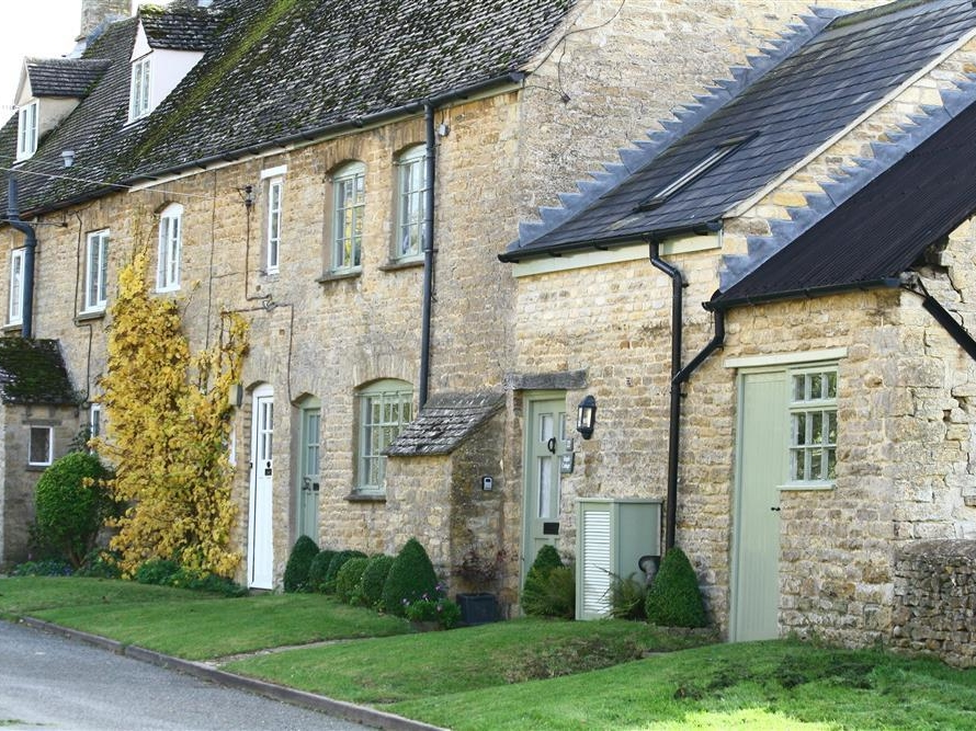 3 bedroom Cottage for rent in Long Compton