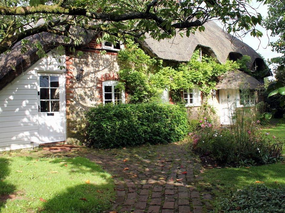 3 bedroom Cottage for rent in Petersfield