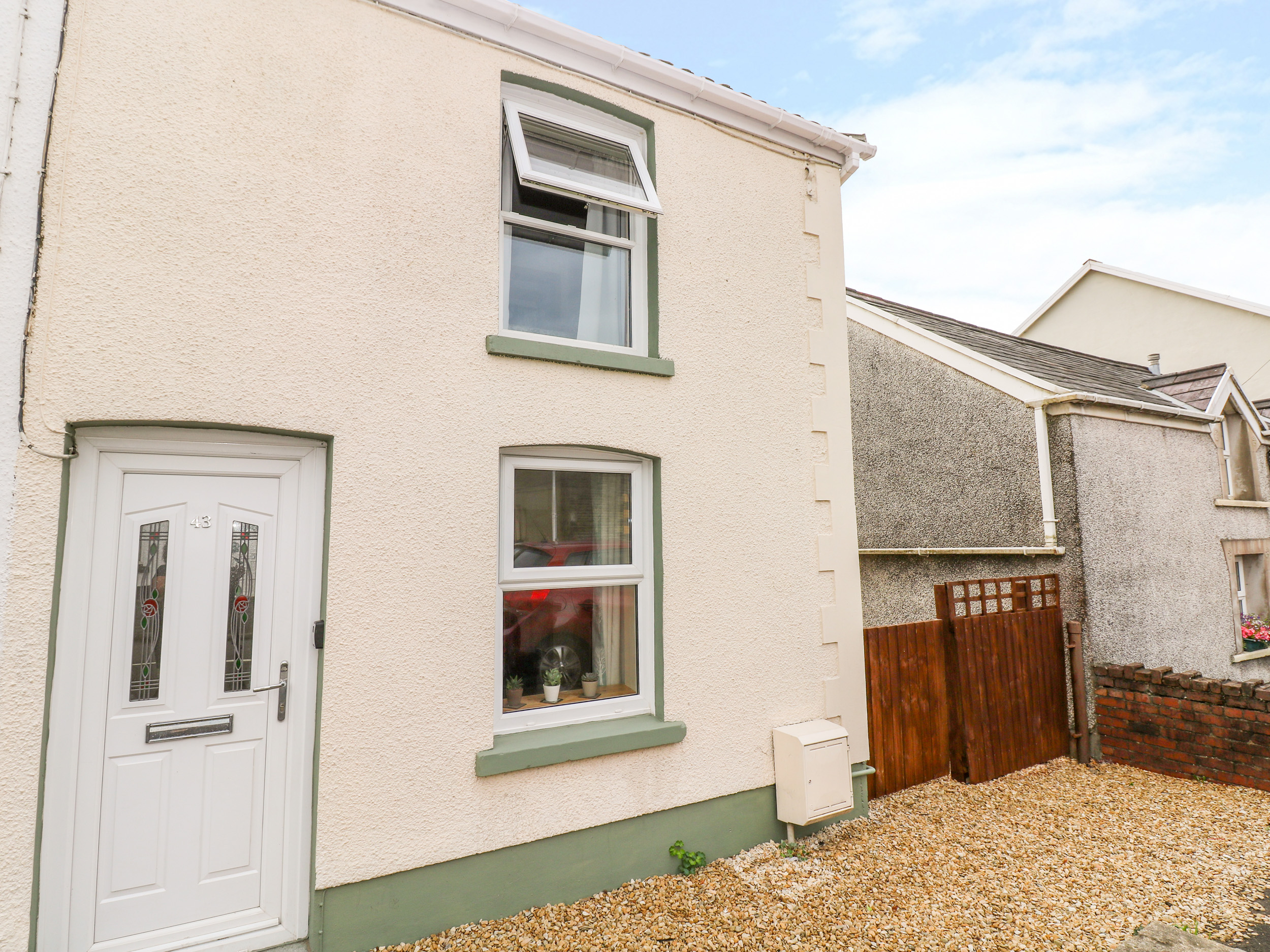 2 bedroom Cottage for rent in Ammanford