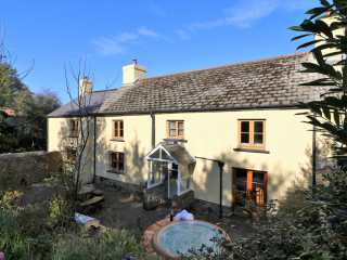 4 bedroom Cottage for rent in Bridestowe